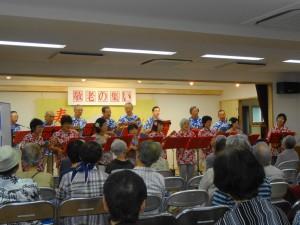 (写真)敬老会での演奏風景